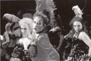 "Brigitte Derks, Hilde Norga als ""Lucy"" en Joyce Stevens"